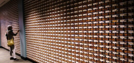 Bibliothekskatalog, als Kunstwerk inszeniert, in der Firestone Library, Princeton NJ