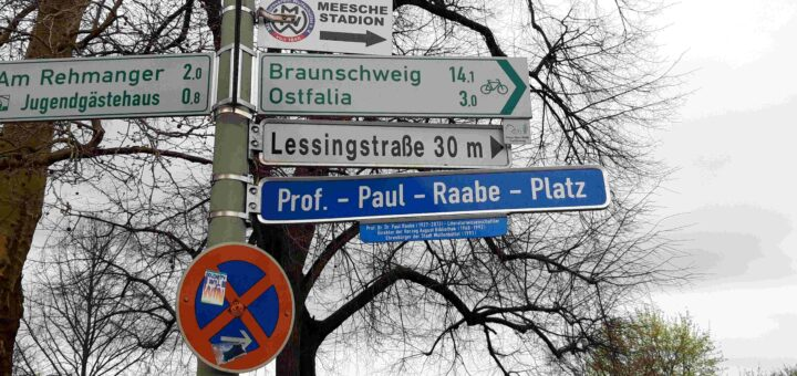 """Straßenschild Wolfenbüttel """"Prof.-Paul-Raabe-Platz"""""""