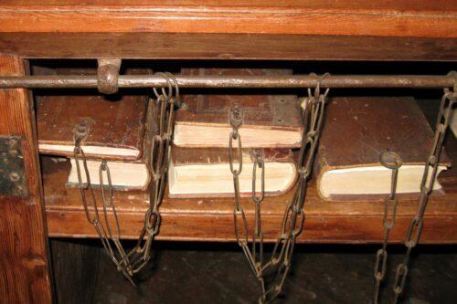Kettenbücher in der Biblioteca Chiaramonti, Cesena