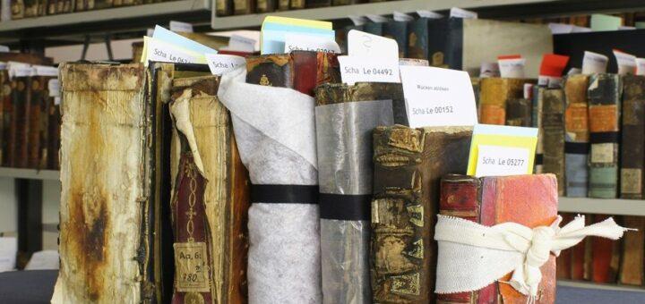 Beschaedigte Buecher nach dem Brand Herzogin Anna Amalia Bibliothek